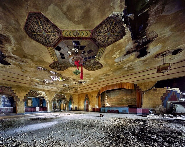 Detroit, a city in decay – Adandoned and empty!